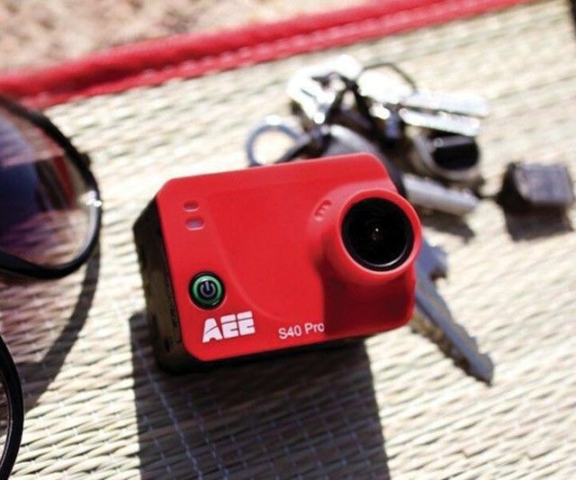 AEE-S40-Pro-red-lifestyle
