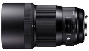 Sigma-135mm-F1.8-DG-HSM-Art-w-hood