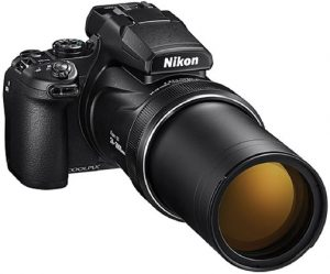 Long-zoom compact imaging gifts Nikon-Coolpix-P1000-zoom-out