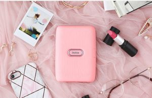 Fujifilm-Instax-Mini-Link-Pink-lifestyle