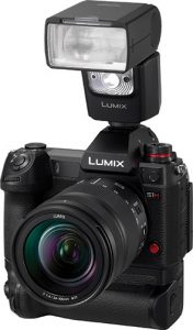 Panasonic-Lumix-DC-S1H-w-flash-grip