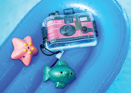 Lomo-Analogue-Aqua-pink-lifestyle