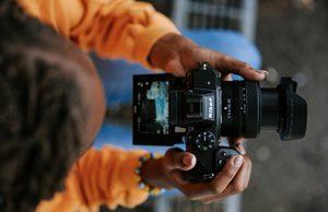 Nikon-Z-%-lifestyle-w24-50lens-teleconverter