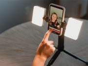 Lume-Cube-Mobile-Creator-Kit-lifestyle