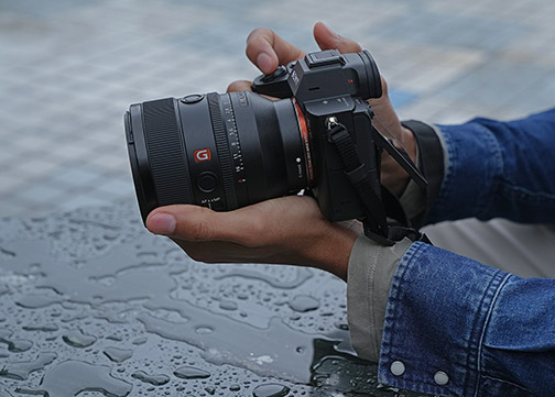 Sony-FE-50mm-F1.2-GM-lifestyle-wet